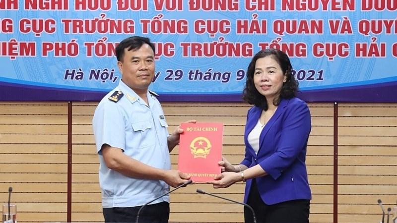 Thứ trưởng Vũ Thị Mai trao Quyết định bổ nhiệm ông Nguyễn Văn Thọ giữ chức Phó Tổng cục trưởng Tổng cục Hải quan.